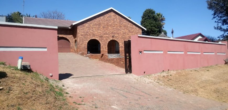 A NEAT FAMILY HOME IN LINDHAVEN !!!